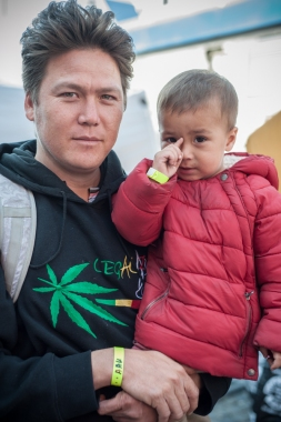 Mortza Safari and his two-year old son, Omid, arrive at Munich Central Station from Afghanistan. They hope to make it to Sweden where they bellieve their chances for asylum are the greatest. They hear that Germany will be primarly accepting Syrian refugees.
